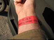 Un bracelet qui vaut de l'or ! Rouge pour les pilotes ;o)
